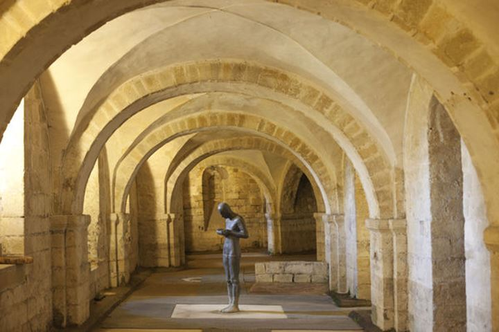 """England, Hampshire, Winchester, Winchester Cathedral, Antony Gormley's Sculpture """"Sound II"""" in the Crypt"""