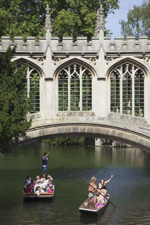 England, Cambridgeshire, Cambridge, Punting on River Cam with Bridge of Sighs and Saint John's College
