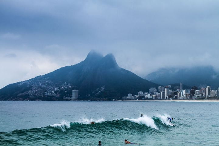 Wave in Ipanema