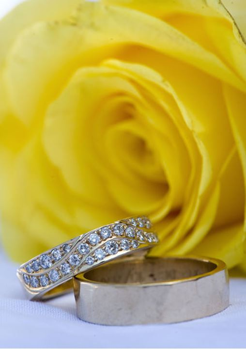 A close up picture of some wedding rings
