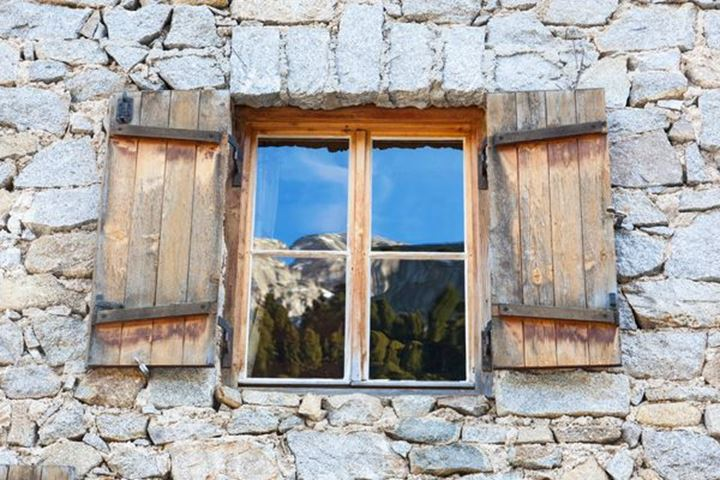 Window with reflection of the Alp peaks