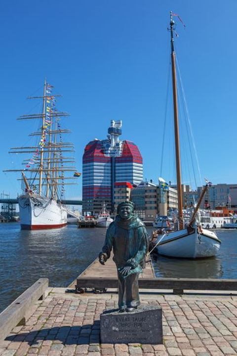 Statue of Evert Taube in the harbor at Little boom in Gothenburg