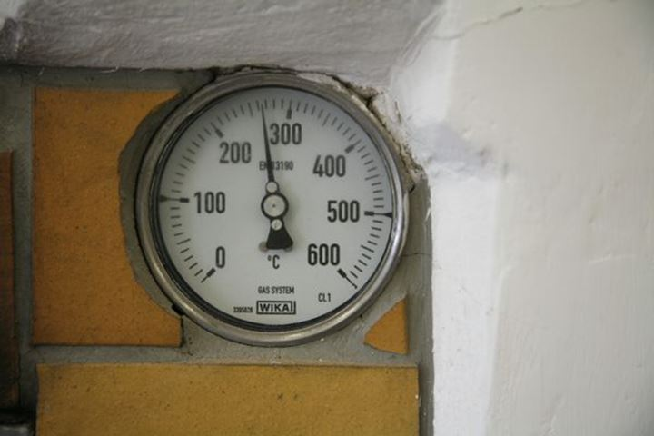 Thermometer at the bakery,