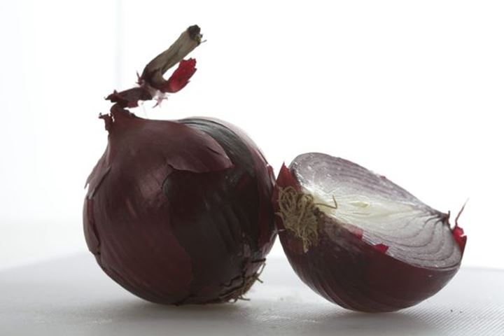 """Food whitch can prevent cancer. Photo from \""""Matfrisk\""""  my book was number two in world cookbookaward 2013.\rProf Lars Fransen, prof Lars Beckman. Red onion"""