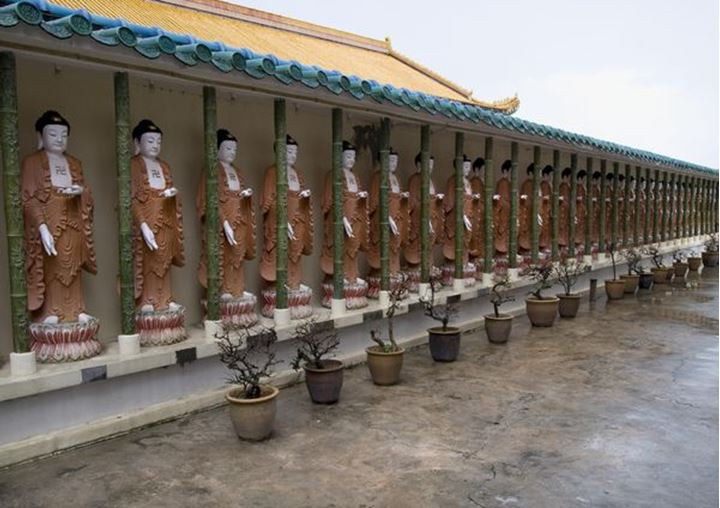 A line of Buddha statues in the Kek Lok Si temple in Penang, Malaysia
