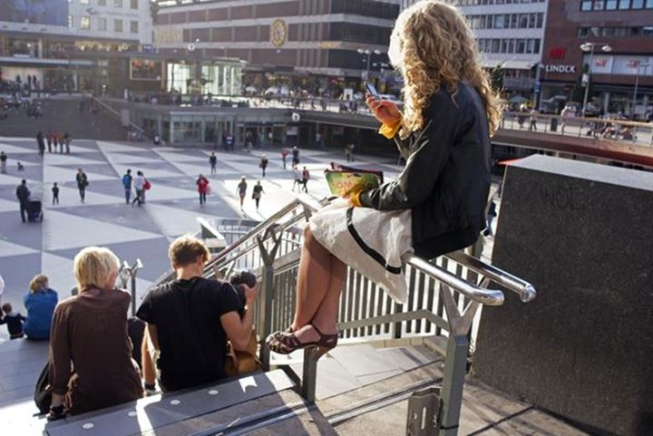 """Young woman wainting, """"Plattan"""" city of Stockholm"""