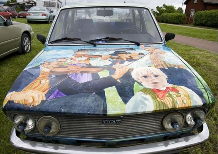 A Dalecarlia painted car