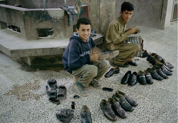 Two shoe polishers, Erbil iraqui Kurdistan 2002