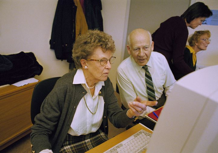 Computer course for elderly in Stockholm