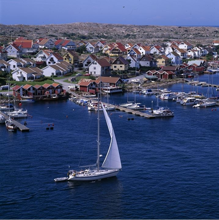 Homes with harbour and boats