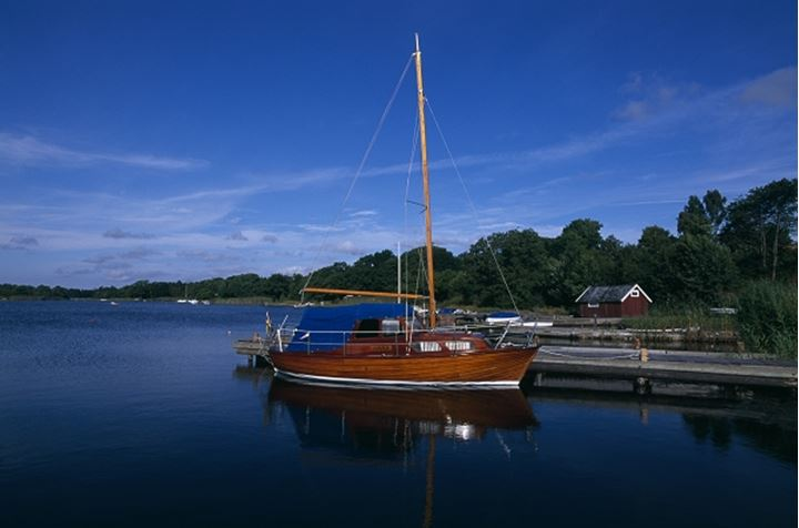 Boat anchored on the wooden dock