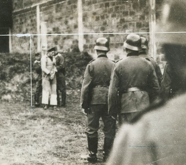 Nazi soldiers prepare to execute a man