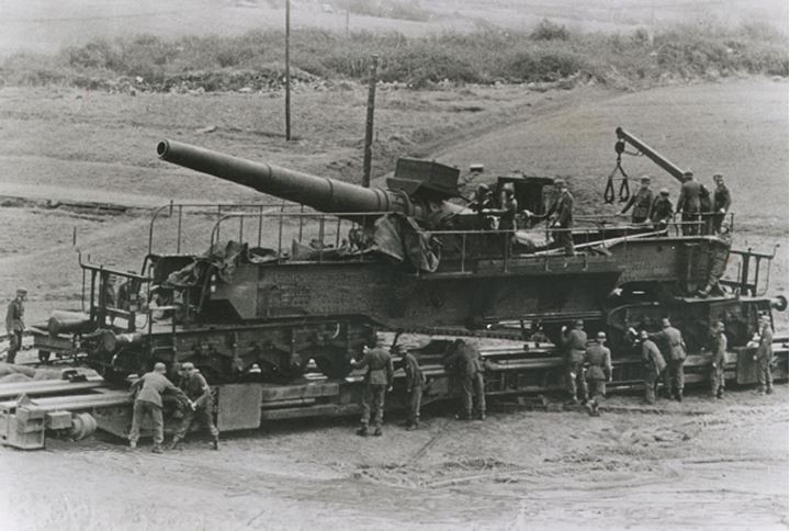 Soldiers working on a giant cannon