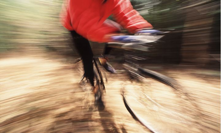 Snarpness photo of a cyclist in red jacket