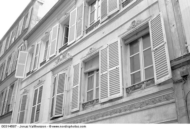 An old building in Paris