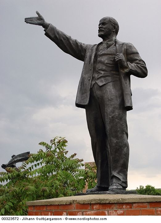 A statue of Lenin