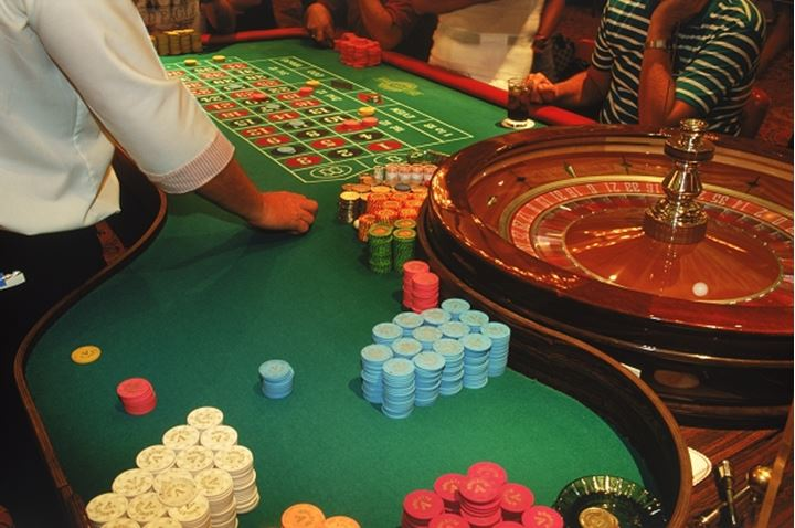 Gambling at roulette table
