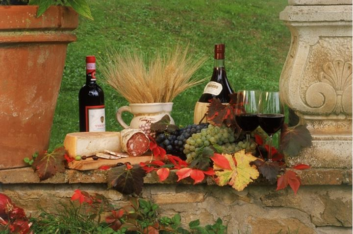 Wines and food of the Chianti region of Tuscany in Italy