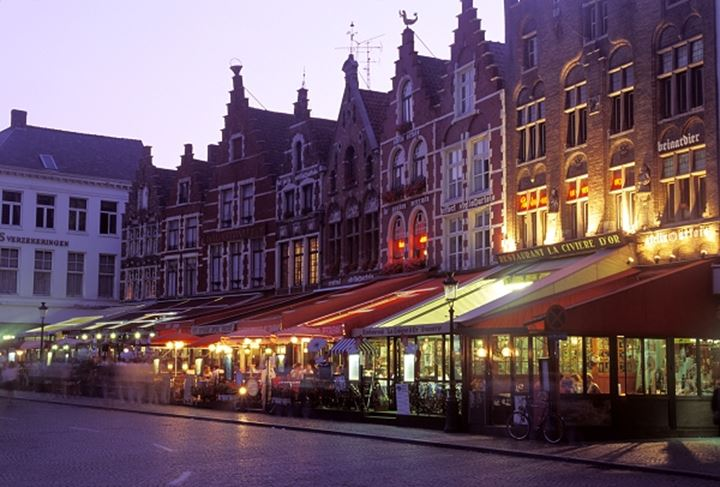 Resturants and old buildings on Market Square in Brugge