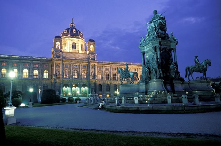 Maria Teresia Platz and statue at Art History Museum in Vienna