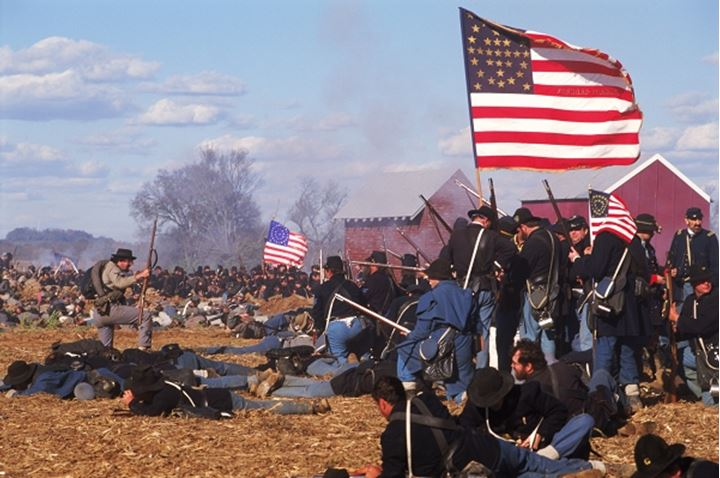Reinactment of Civil War battle between Union Army and Confederate Army at Franklin, Tenneessee USA