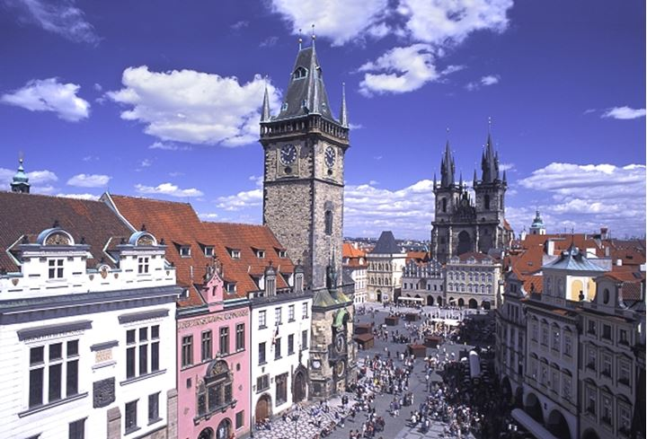 CZECH REPUBLIC PRAGUE OLD TOWN SQUARE OLD TOWN HALL AND TYN CHURCH