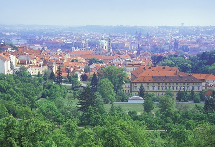 CZECH REPUBLIC PRAGUE VIEW OF MALA STRANA AND THE OLD TOWN