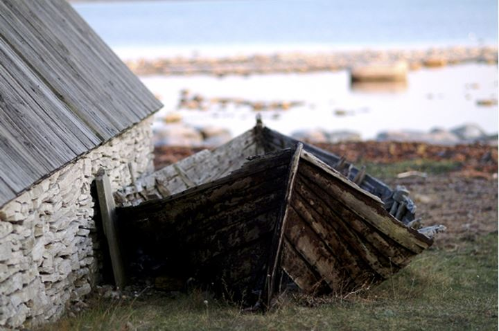 A broken boat with cottage