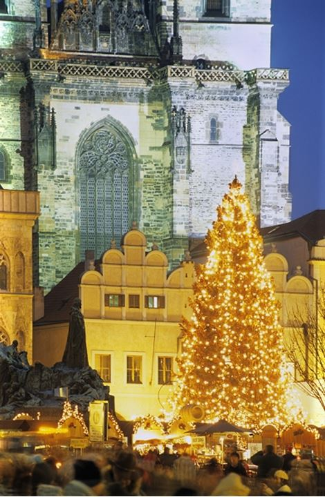 CZECH REPUBLIC PRAGUE OLD TOWN SQUARE AT CHRISTMAS
