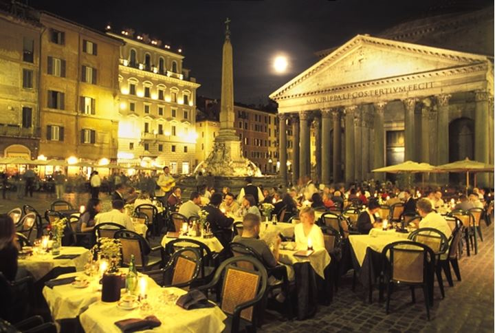 ITALY ROME THE PANTHEON CAFÉS AT PIAZZA DELLA ROTONDA