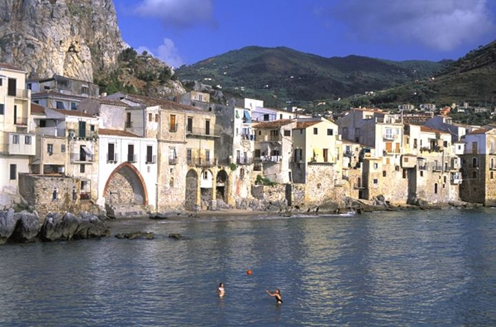 ITALY SICILY CEFALU THE OLD TOWN