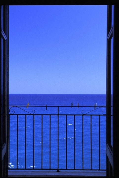 ITALY SICILY.BLUE SKY, BLUE WATER.