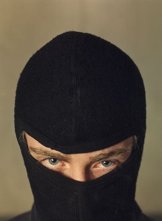 Detail of the eyes of a person wearing mask