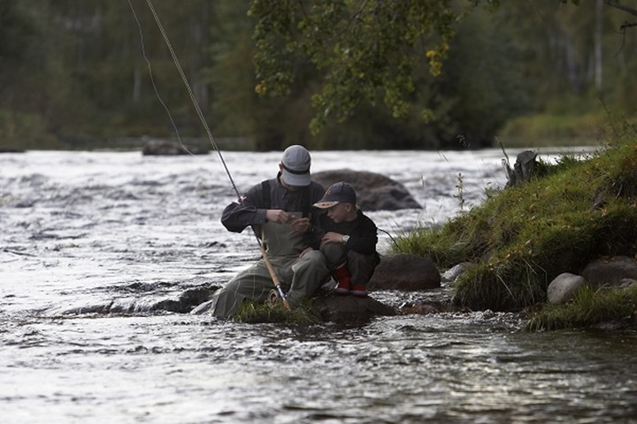 Father and son flyfishing in by älv2