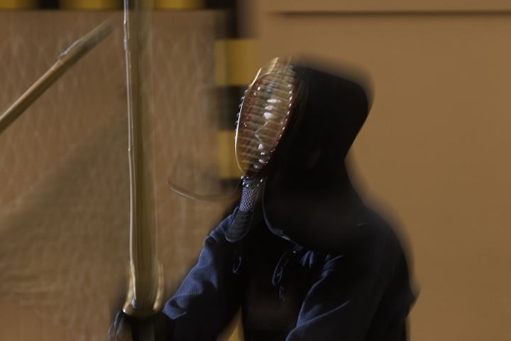 A man fighting kendo