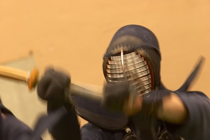 A man fighting kendo,