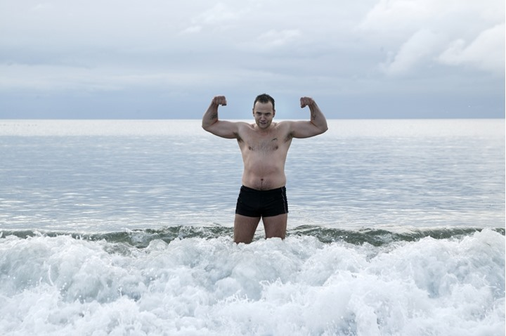 A man of muscle in the sea